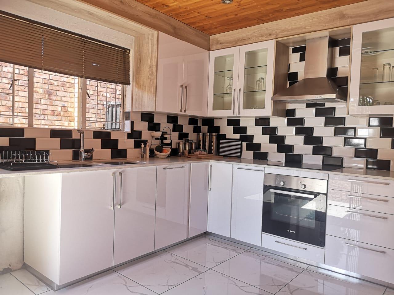 Stunning 5 Bedroom House for Sale in Marais Steyn Park