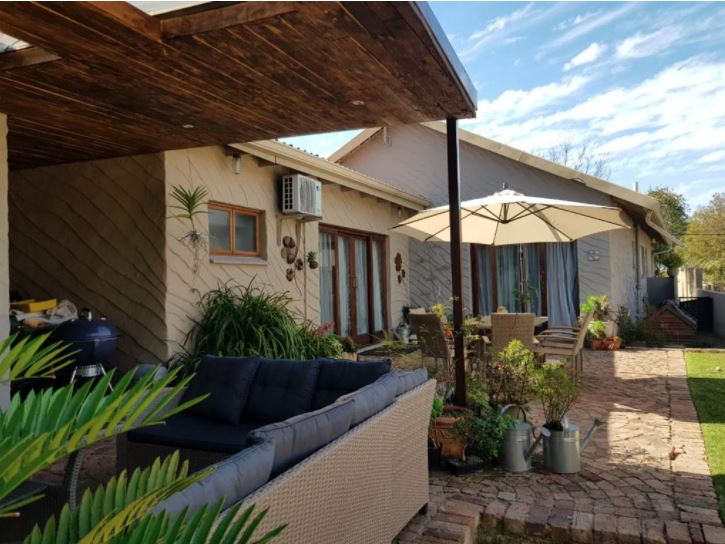 4 Bedroom House for Sale in Dawn View