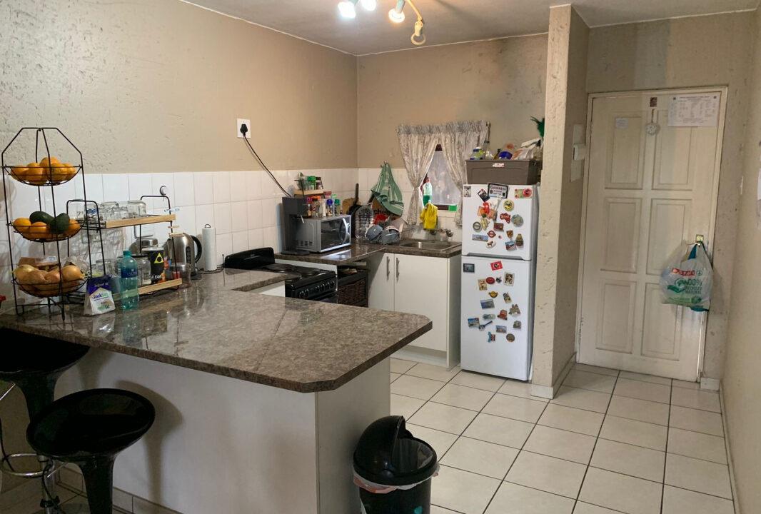 78 Glades kitchen2