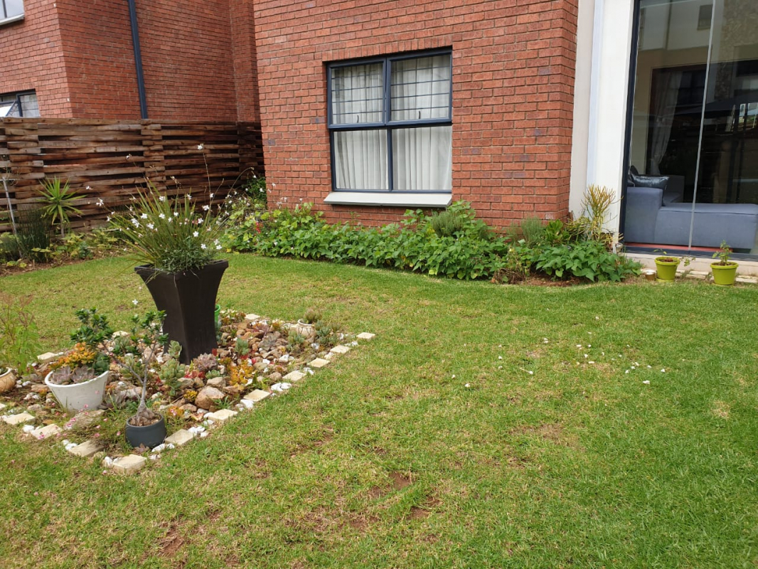 3 Bedroom Garden Unit for Sale in Greenstone Hill